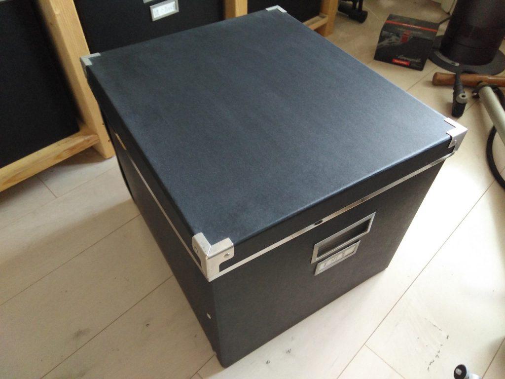 収納庫内の紙箱