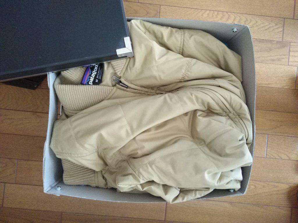 紙箱に荷物を入れたところ