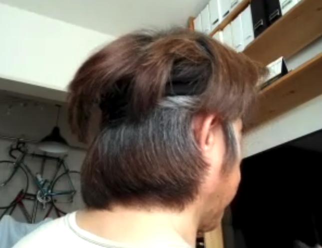 ヘアバンドで髪を留めたところ