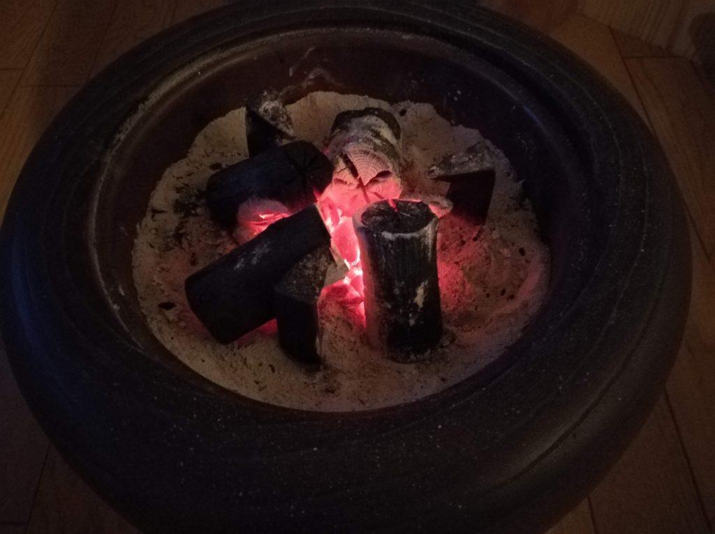 火鉢で炭が燃焼