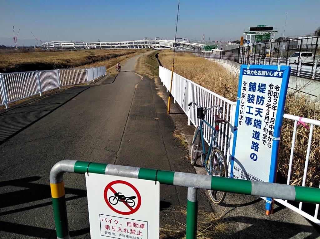 鶴見川左岸の亀の甲橋付近