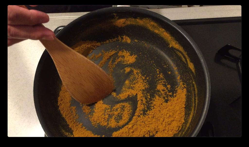 カレー粉を乾煎り